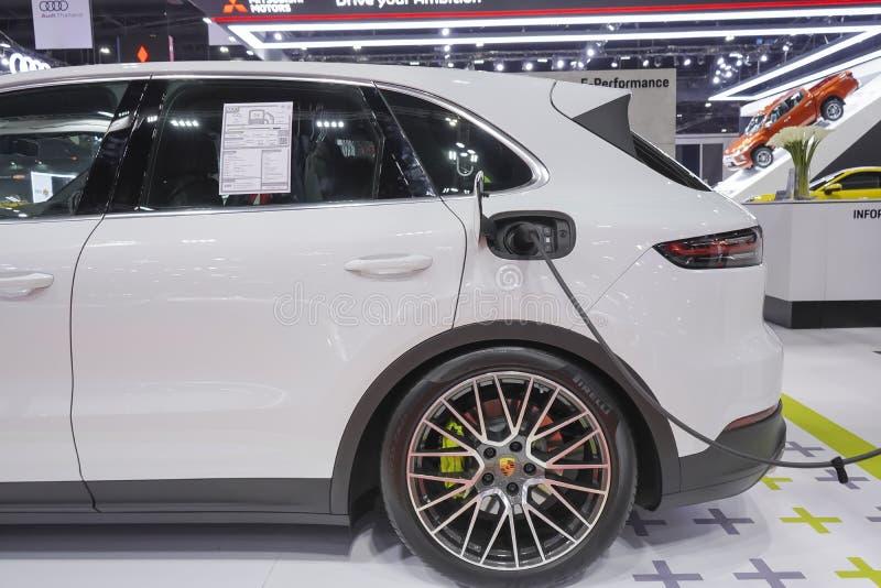 Voiture d'eco de technologie de Turismo de sport d'E-hybride de Porsche Panamera 4 future pour l'environnement sur l'affichage au photographie stock