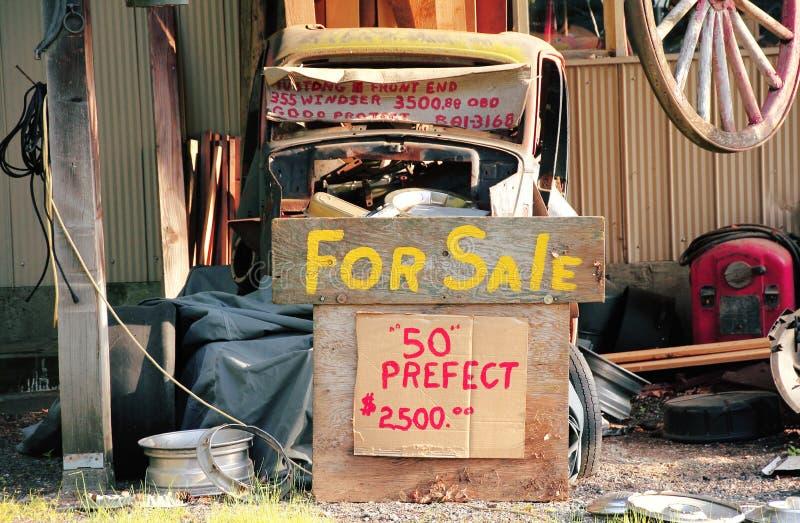 Voiture d'occasion à vendre images stock