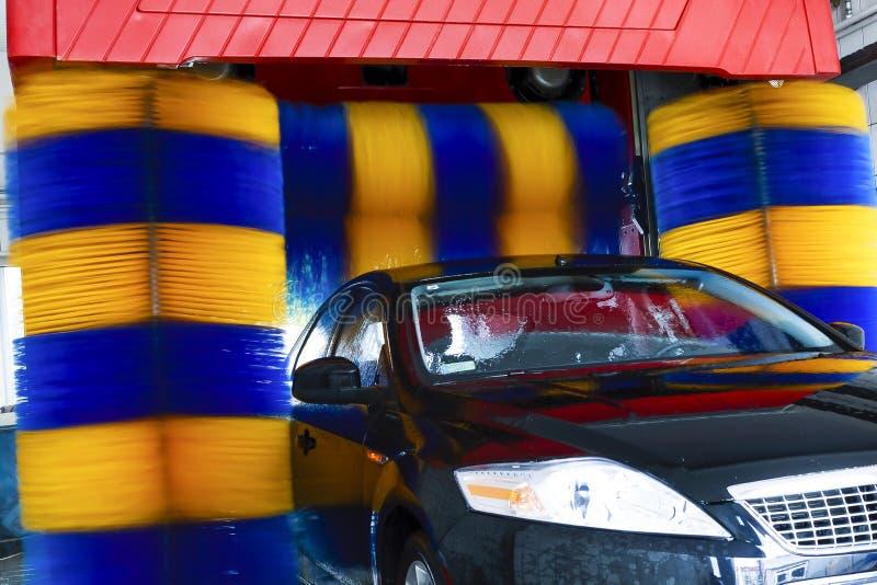 voiture dans la station de lavage automatique image stock image 37804929. Black Bedroom Furniture Sets. Home Design Ideas