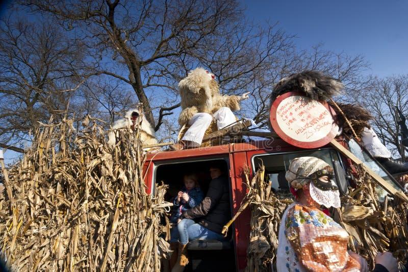 Voiture de carnaval avec le masker chez le 'Busojaras', le carnaval de l'enterrement de l'hiver image libre de droits