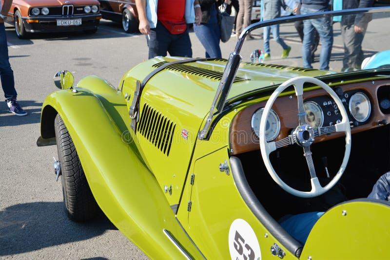 Voiture de classique de roadster de Morgan Plus 4 image libre de droits