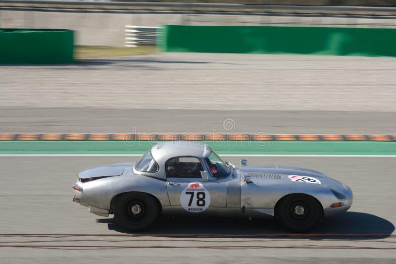 Voiture 1965 de course de type e de Jaguar à Monza image stock