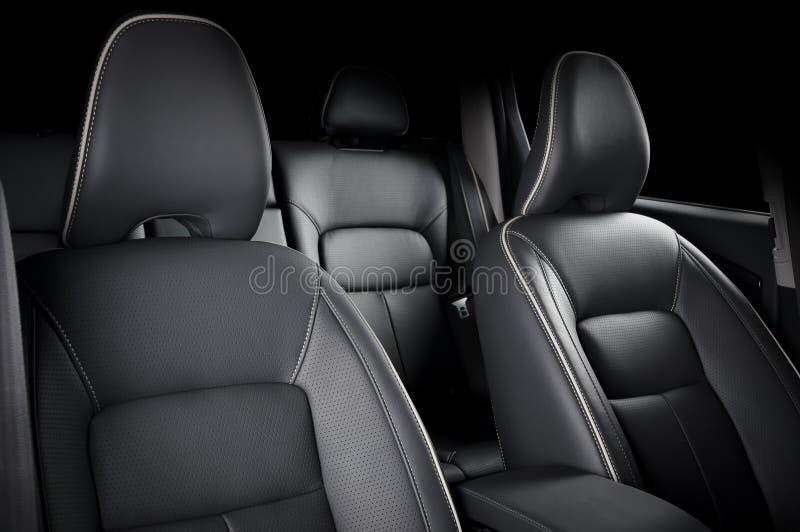 Voiture de luxe à l'intérieur Intérieur de voiture moderne de prestige Sièges en cuir confortables photos stock