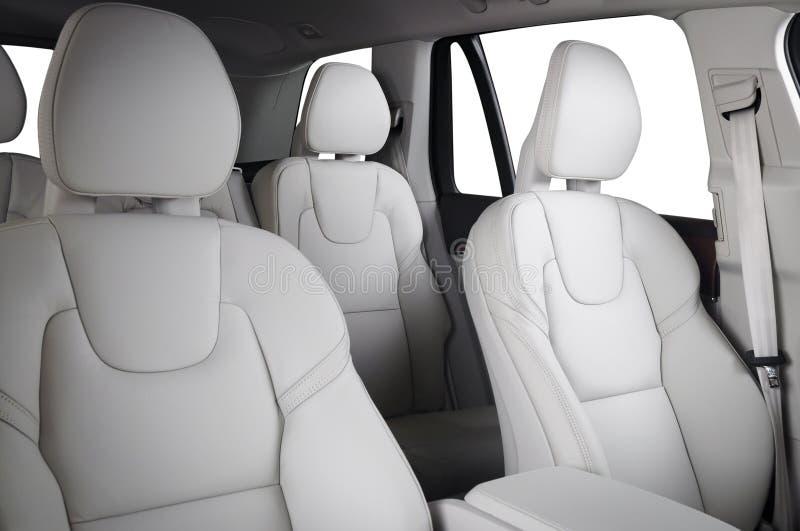 Voiture de luxe à l'intérieur Intérieur de voiture moderne de prestige Sièges en cuir confortables image libre de droits