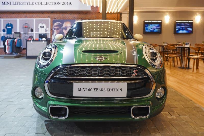 Voiture de Mini Cooper sur l'affichage dans le Salon de l'Automobile 2019 photos stock