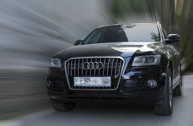 Voiture de noir d'Audi Q5 photographie stock libre de droits