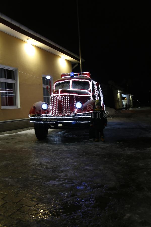 Voiture de nouvelle année, camion de pompiers images libres de droits
