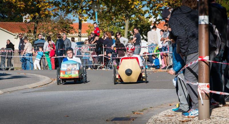 Voiture de pédale de conducteurs pour une course traditionnelle images stock