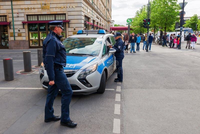 Voiture de police à Berlin, Allemagne images libres de droits