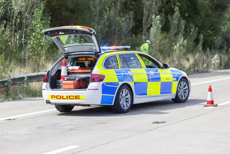 Voiture de police à l'accident ou à la scène du crime d'autoroute photos libres de droits