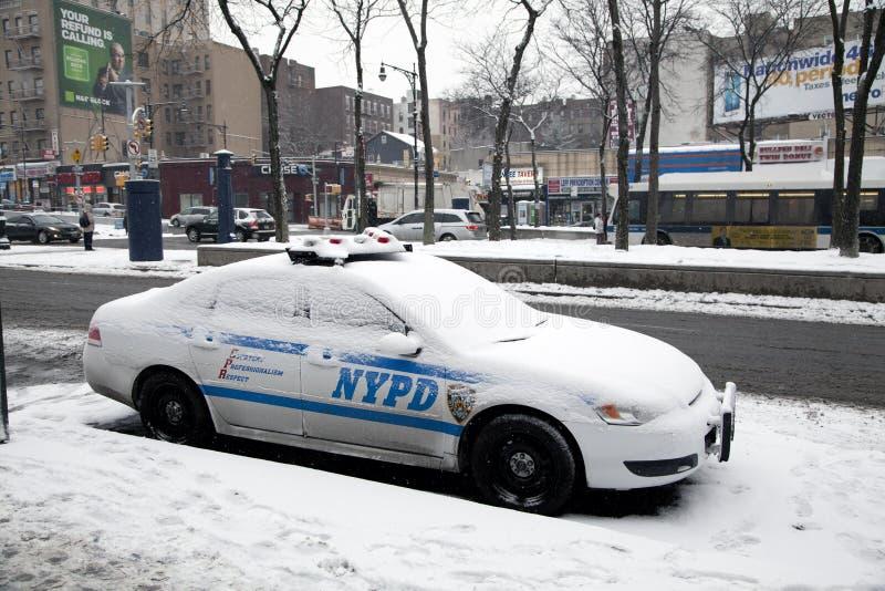 Voiture de police avec la neige images libres de droits