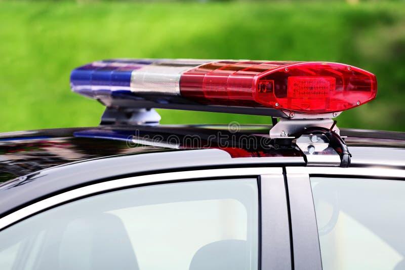 Voiture de police avec le plan rapproché de lumière de sirène photographie stock libre de droits