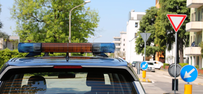 Voiture de police pendant le service de patrouille pour la patrouille image stock