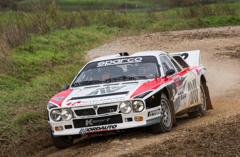 Voiture de rallye Lancia 037 en course images libres de droits