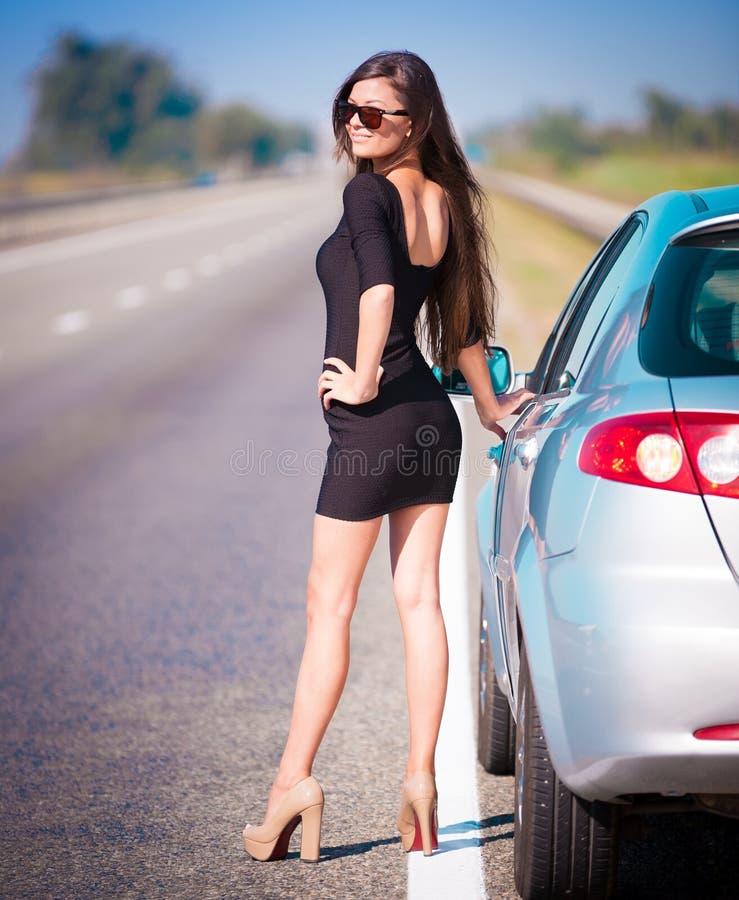 Voiture de route de femme, pleine taille images stock