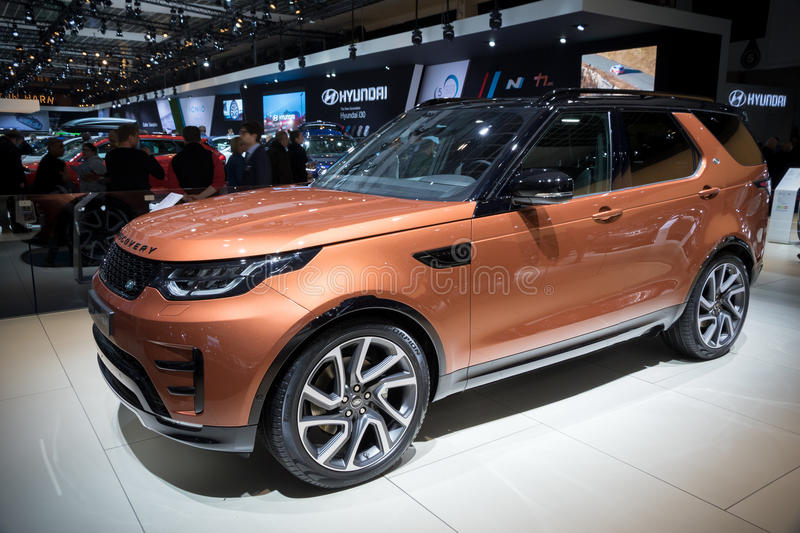 Voiture de Rover Discovery de terre photo stock