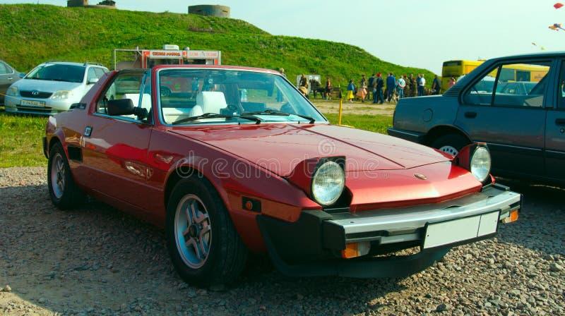 Voiture de sport italienne de cru Fiat Bertone X1/9S sur le festival du Re image libre de droits