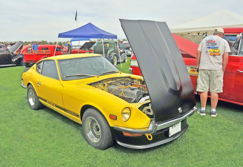 Voiture de sport reconstituée de Datsun 240Z photographie stock