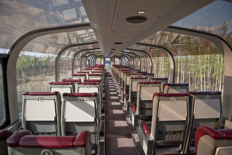 Voiture de tourisme de chemin de fer de l'Alaska photographie stock libre de droits