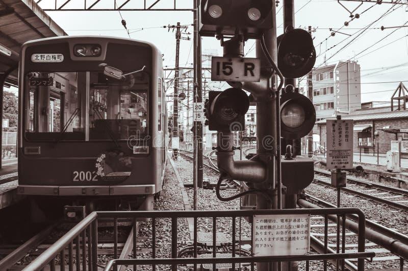 Voiture japonaise traditionnelle de rue attendant dans une station à Kyoto Japon photos stock