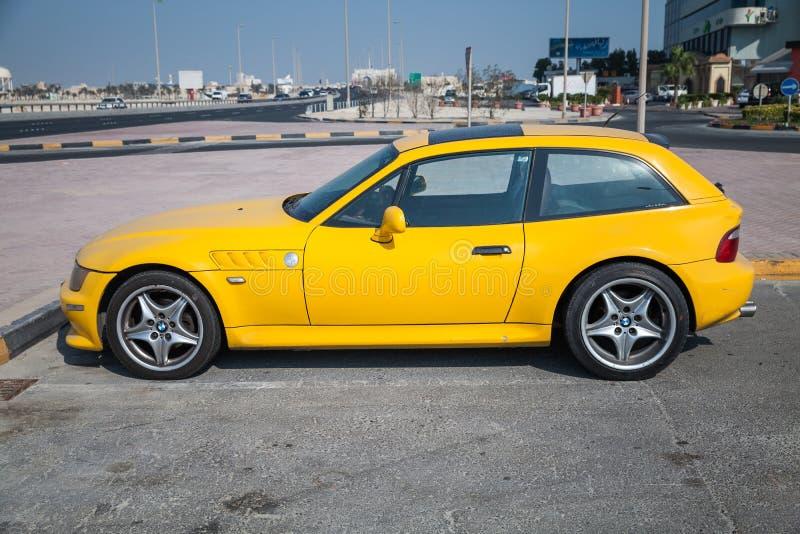 voiture jaune de bmw z3 m coupe photo stock ditorial image du c t roadside 47243043. Black Bedroom Furniture Sets. Home Design Ideas