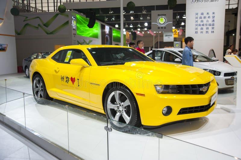 Voiture jaune de Chevrolet Camaro image stock