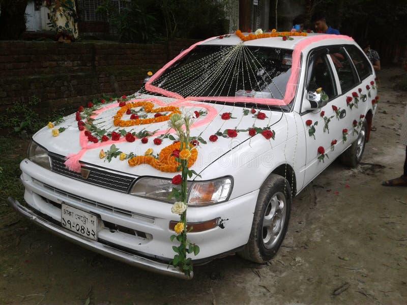 Voiture l'épousant décorée photos stock