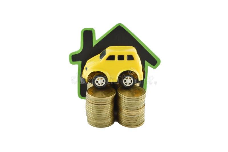 Voiture, maison et argent sur le fond blanc avec des chemins de coupure photo stock