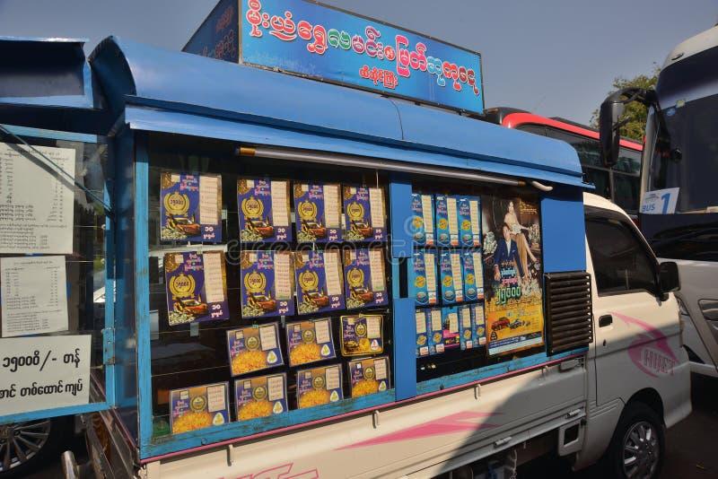 Voiture mobile de billet de loterie de Yangon image libre de droits
