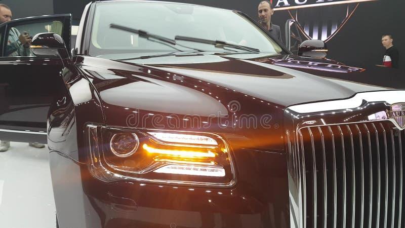 Voiture moderne de limousine d'Aurus de Russe photos libres de droits