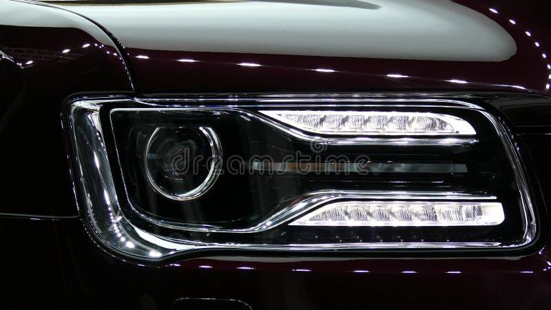 Voiture moderne de limousine d'Aurus de Russe photographie stock