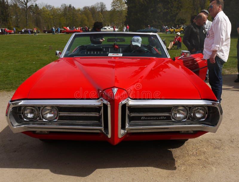 Voitures classiques des USA, Pontiac Bonneville photographie stock