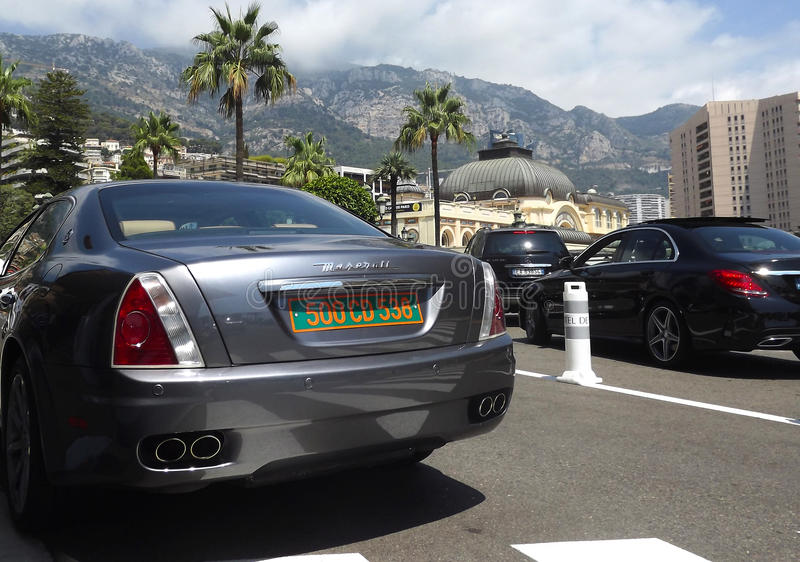 Voitures de luxe à Monte Carlo, Monaco image stock