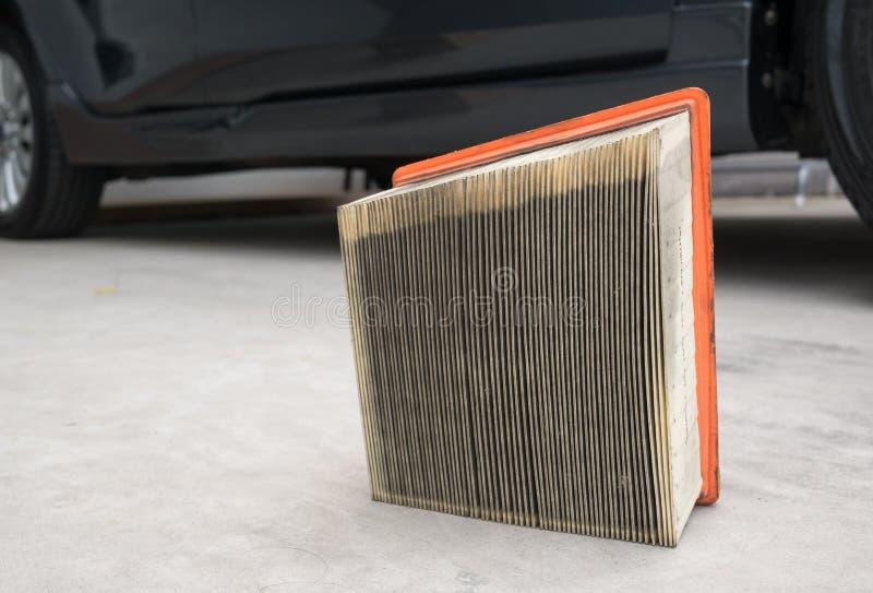 Voitures de papier jaunes utilisées de filtre à air photographie stock