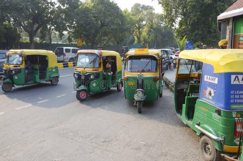 Voitures de pousse-pousse de tuc de Tuc, Inde image stock