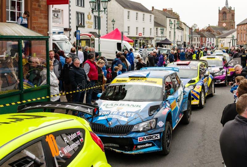 Voitures de rassemblement dans Brampton, Cumbria photographie stock libre de droits