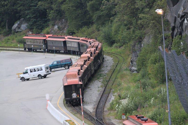 Voitures de train dans l'attente photos stock