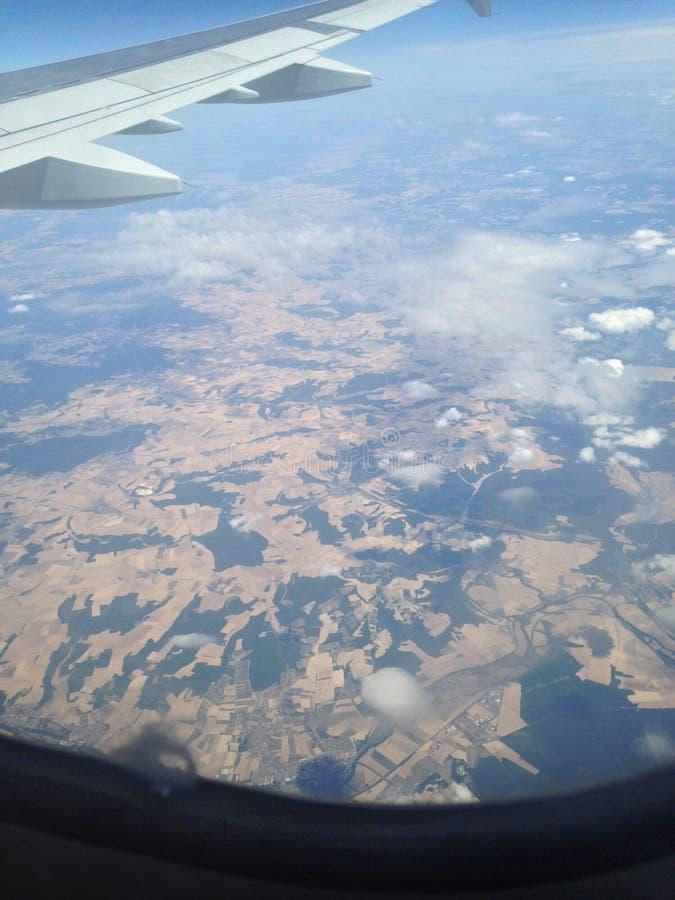 Vol aérien au-dessus de terre image libre de droits