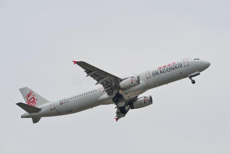 Vol d'avion de passager dans le ciel photographie stock
