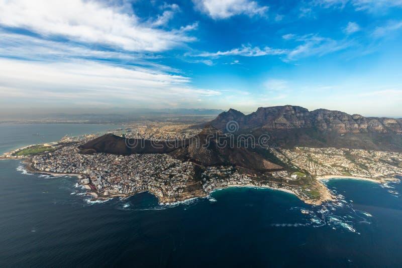 Vol d'h?licopt?re au-dessus de Capetown photo stock