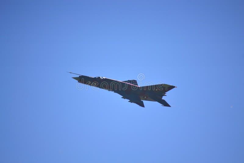 Vol de combattant de MIG 21 image libre de droits