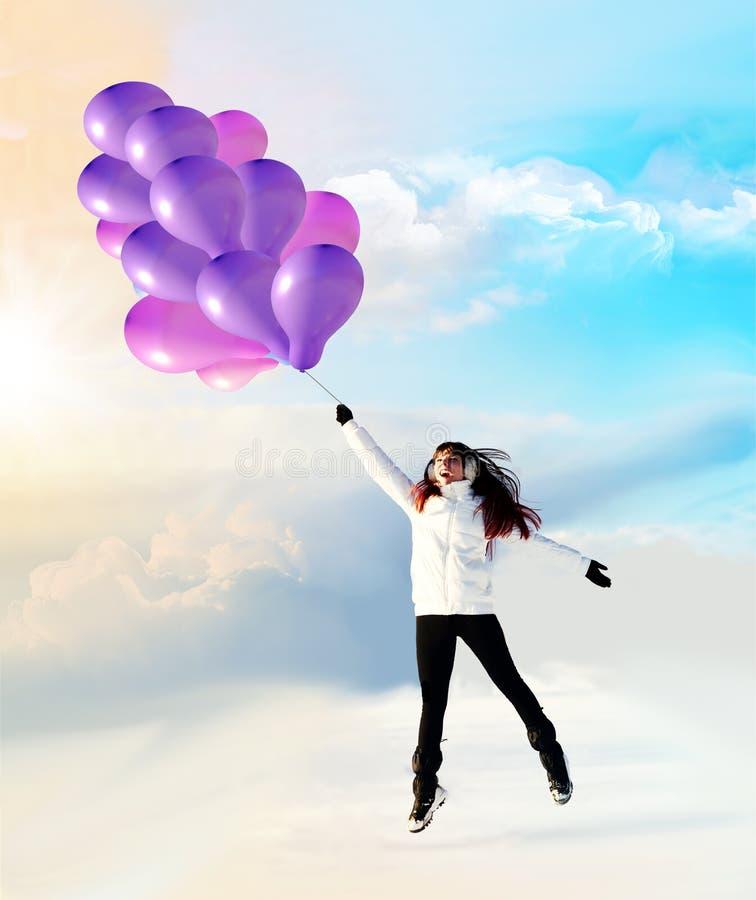 Vol heureux de fille l'hiver de ballons photos stock
