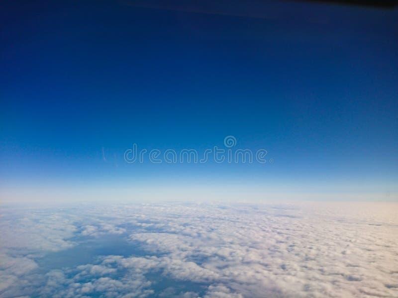 Vol spatial de nuages de ciel photos libres de droits