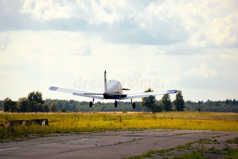 Download Vol Ultra-léger D'avion De Poids Dans Le Ciel Photo stock - Image du propulseur, atterrissage: 45351848