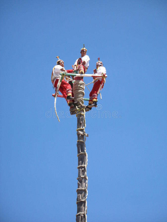 Voladores de Papantla, Veracruz, Mexico fotografering för bildbyråer