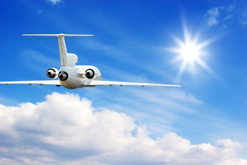 Volando in alto cielo fotografia stock libera da diritti