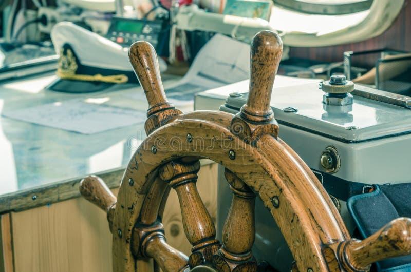 Volant du bateau Un lieu de travail du capitaine image stock