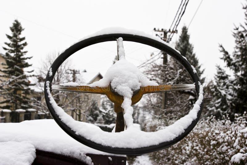 Volante cubierto en nieve imágenes de archivo libres de regalías