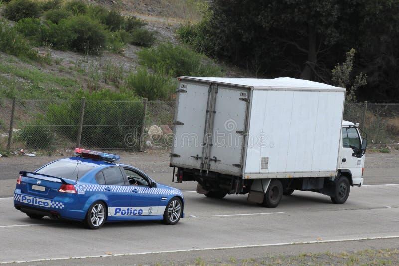 Volante della polizia che insegue camion fotografia stock libera da diritti