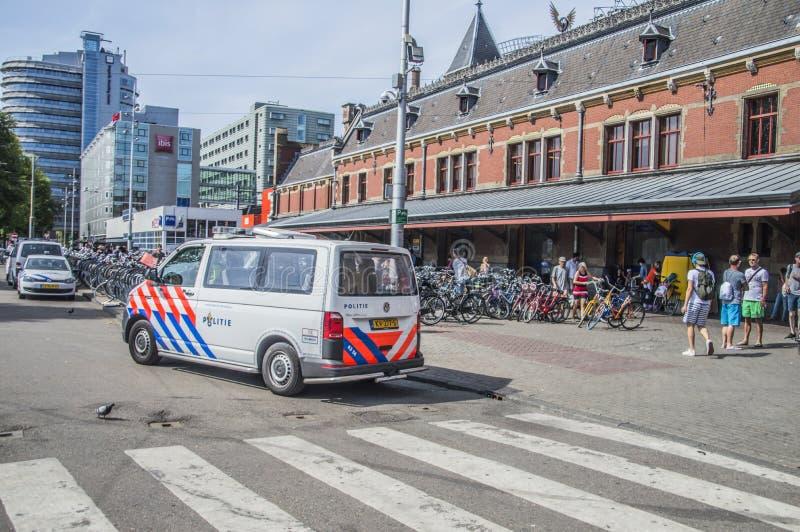 Volante della polizia in Front Of The Central Station a Amsterdam il 2018 olandese fotografia stock